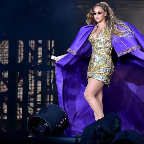 Beyonce Rescued At Concert After Becoming Stranded On Stage