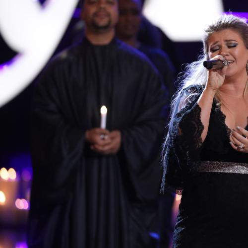 Kelly Clarkson Reveals Heartbreaking Family News