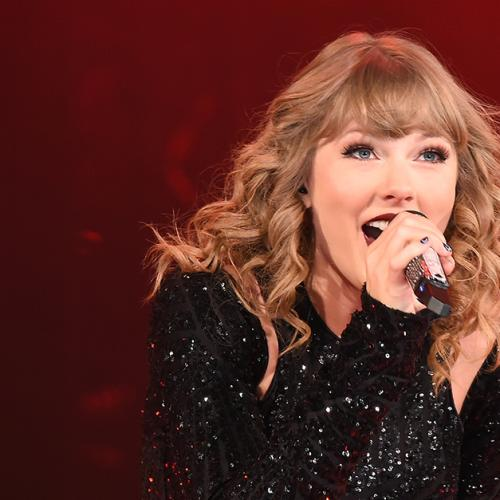 Taylor Swift Sends Flowers & Handwritten Note To Fan