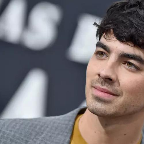 Joe Jonas Looks Unrecognizable After Debuting Hot Pink Hair
